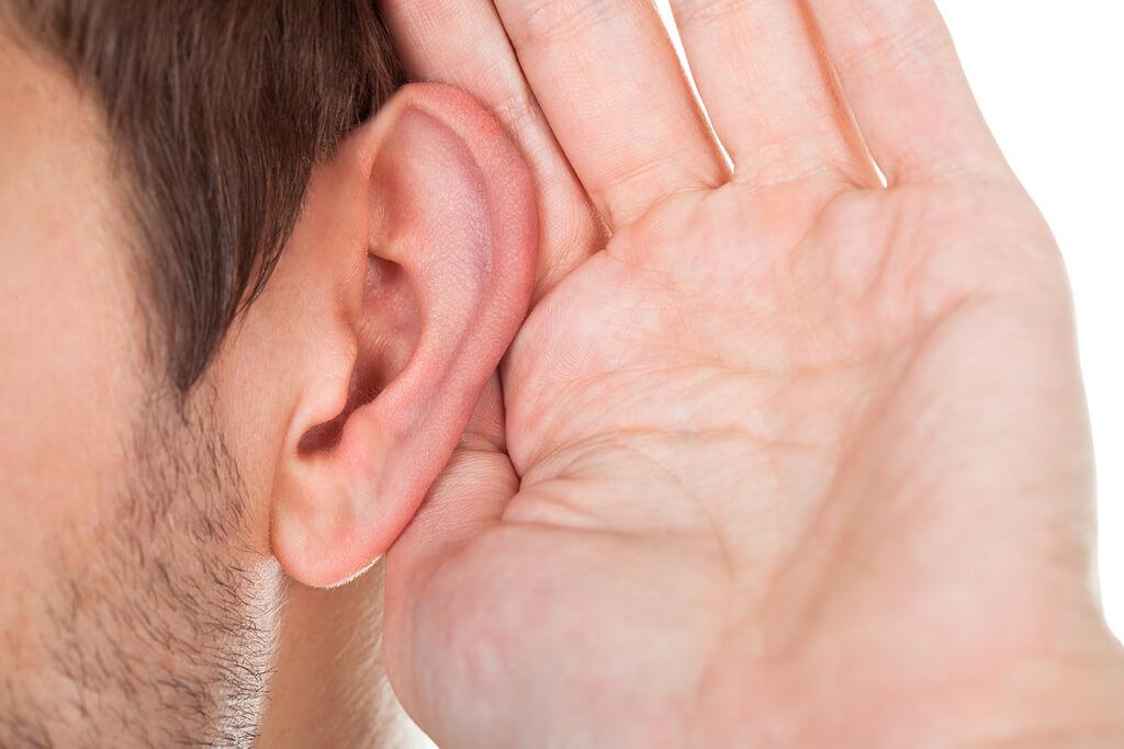 Audífonos intrauriculares - usos y ventajas para el paciente
