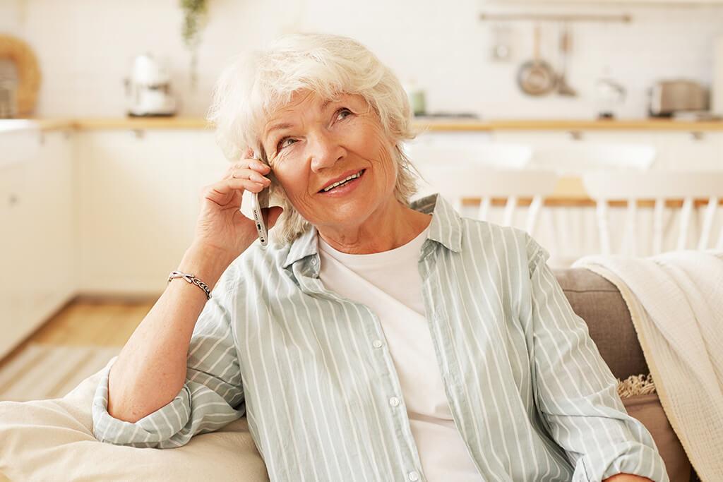 Los adultos mayores pueden prevenir y tratar la pérdida auditiva